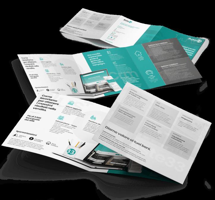 Studio grafico di un leaflet formato quadrato tre ante